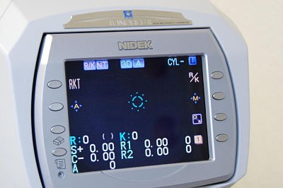centre-ophtalmologie-la-ciotat-docteur-jerome-madar-materiel-refraction-02